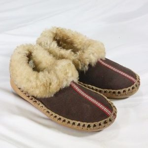 L.L. BEAN Wmns Leather Shearling Lined Slippers